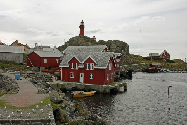 The lighthouse at Ona.